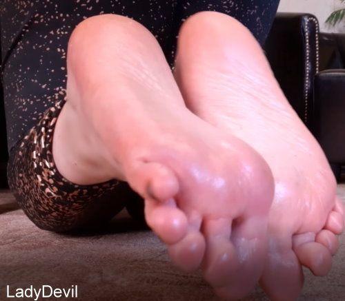 Bete meine Fußsohlen an